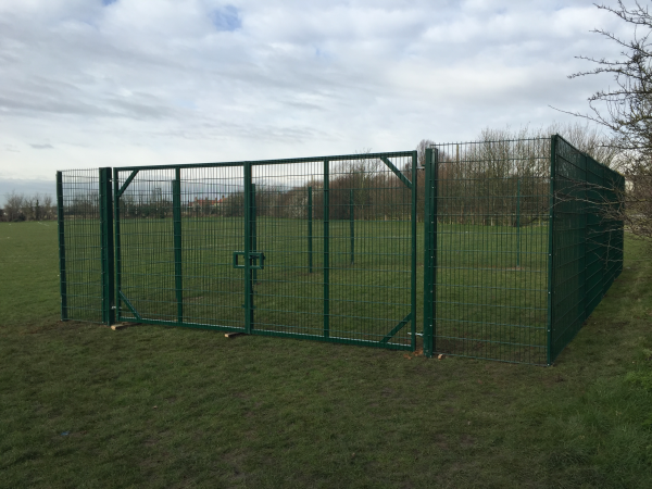 868 Mesh Panel Fencing Corringham Essex
