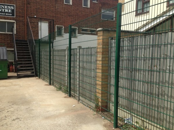 868 Double Wire Mesh Panel Fencing