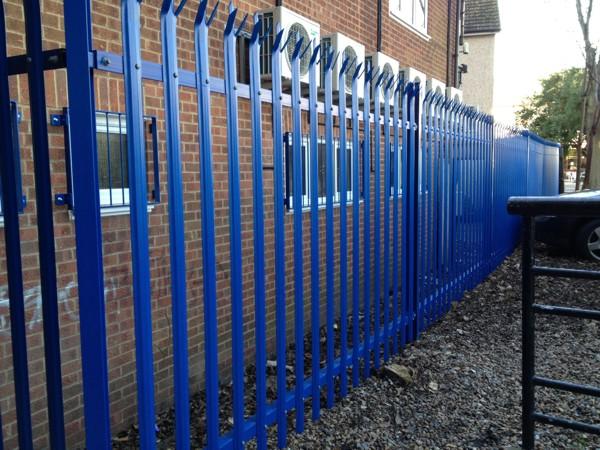 palisade security fencing grays essex blue 5010 palisade security fencing supplied and erected. Black Bedroom Furniture Sets. Home Design Ideas