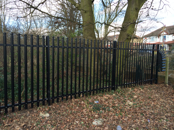 Palisade Fencing Loughton, School Fencing, Rounded and Notch Top Fan End